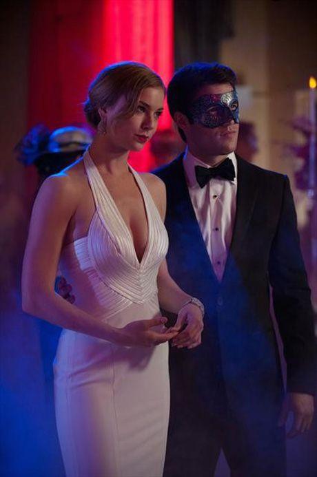 "Emily and Daniel in Revenge Season 2, Episode 18, ""Masquerade"""