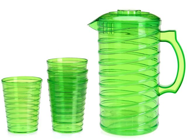 Soczysty, zielony dzbanek z kubeczkami świetnie nadaje się na piknik lub grilla.