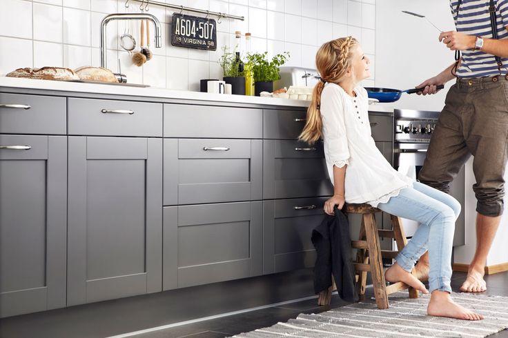 Nyfiken på gråa kök? Köksserien Studio från Ballingslöv är ett modernt grått kök. Hitta din köksinspiration hos Ballingslöv!