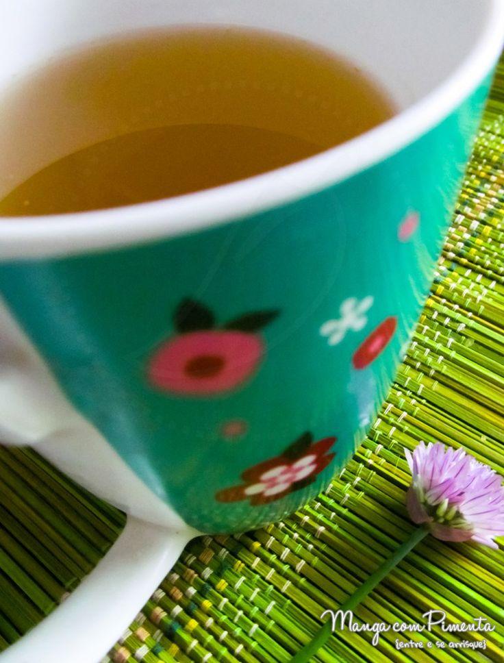 Chá de Abacaxi - Como fazer e para que serve!!! Clique na imagem para ver a receita no blog Manga com Pimenta.