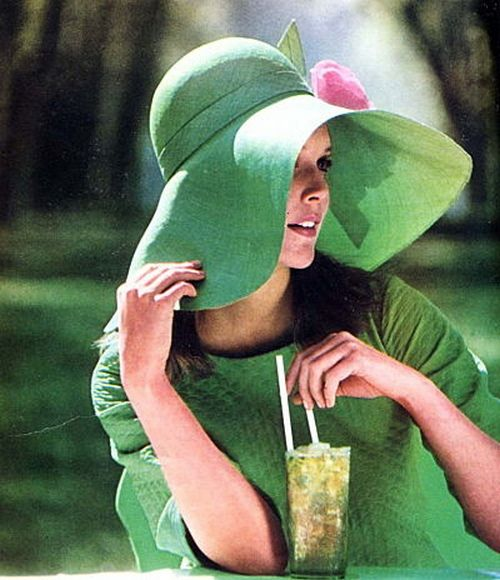 1967 hat. I love the hat, but I want it plain, and with a different color. =D