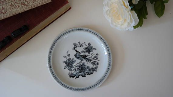 Small Gray and White Oriental Plate // Vintage // Oriental // Bird // Plate // Dish // Antique // China // Floral // Art // Black // Dining