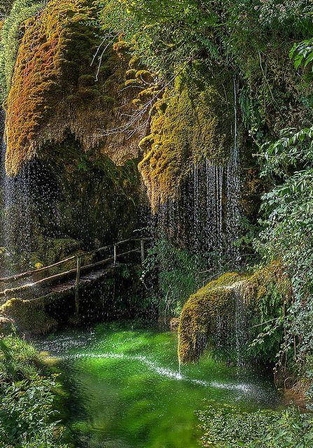 Grotte di S. Cristoforo di Labante in Emilia-Romagna, Italy (by akabolla).