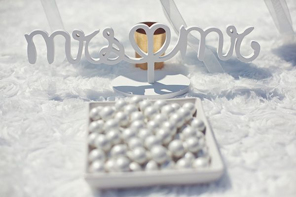 Pearl sugar almonds for the new Mr & Mrs by www.StyleConcept.gr  mr-mrs-διακοσμηση-γαμου