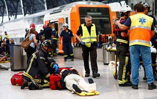 Dozens injured in Barcelona commuter train crashA commuter train...  Dozens injured in Barcelona commuter train crash  A commuter train slammed into the end of the platform during the morning rush hour at a busy station in Barcelona on Friday leaving dozens of people injured emergency services said.  One person was seriously injured 19 were injured less seriously including the driver and 34 were lightly injured in the accident at Francia station in the center of the Spanish city emergency…