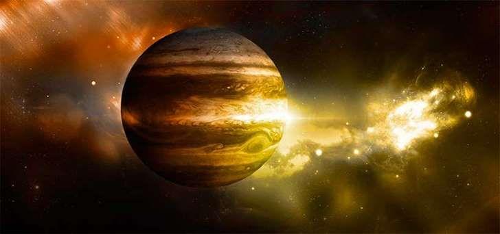 <p>La edad de Júpiter, el planeta más grande en nuestro sistema solar, es todavía un misterio para los científicos. Según las teorías existentes, es muy probable que se formara por medio del crecimiento de grandes núcleos sólidos, seguidos de la acumulación de gas en ellos.</p>