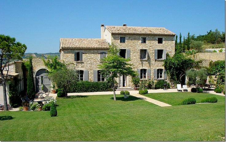 c'est une jolie maison en Provence
