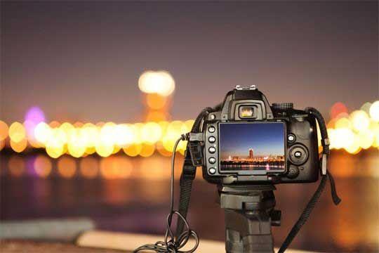 Teknik fotografi malam hari dengan cahaya minim banyak menghasilkan foto yang bagus dan banyak disukai. Teknik foto malam hari tanpa flash memiliki karakter serta seni fotografi yang sebenarnya sangat bagus untuk seorang pemula melakukan eksplorasi teknik serta gaya foto. Selain akan menonjolkan warna yang berbeda dengan fotografi pada umumnya, teknik fotografi malam hari memiliki sentuhan …