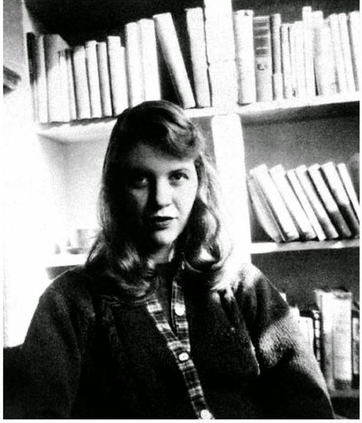 La campana di vetro è l'unico romanzo di Sylvia Plath la cui fama è legata indissolubilmente soprattutto alla sua opera poetica. Fu pubblicato nel 1963, poco meno di un mese prima della morte della...