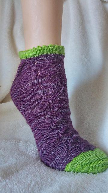 Ravelry: Blackberry Pie Socks pattern by Moshi Spins