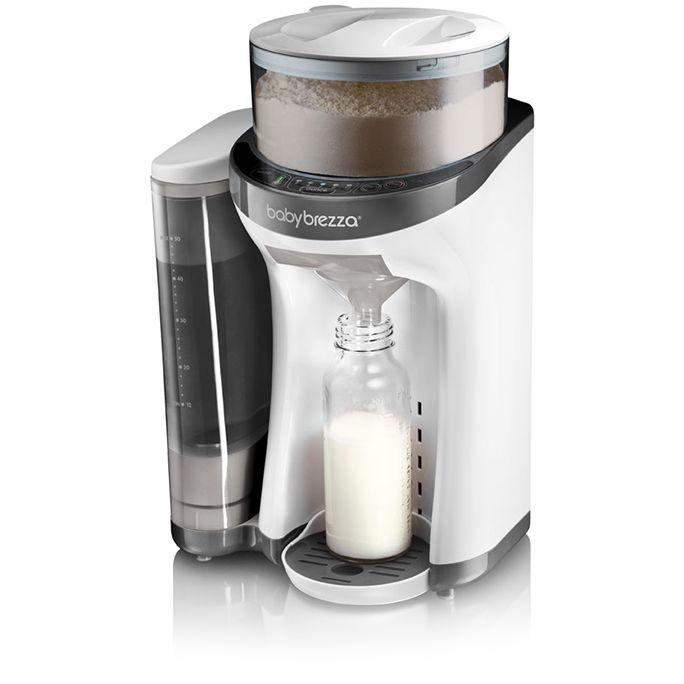 Baby Brezza Formula Pro melkemaskin. Med patentert teknologi måler, pumper og blander den vann og melkepulver til den perfekte temperatur og konsistens. Med et enkelt trykk på knappen så har du ferdig blandet melk på et øyeblikk.
