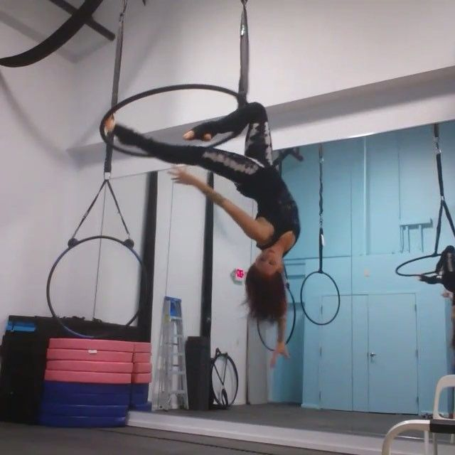 Tag friends who should try this sequence! ✨Featuring Boston aerialist @monicasaerialadventures with some cool skills on duo-tab aerial hoop!✨To share your talents with circus artists throughout the world, follow and hashtag photos/videos #circusartistcirque and list your country!