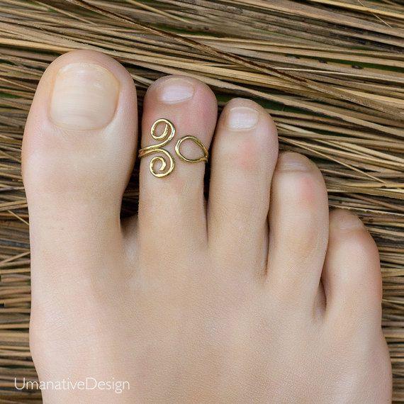 Brass toe ring. gold toe ring. adjustable toe ring. bohemian