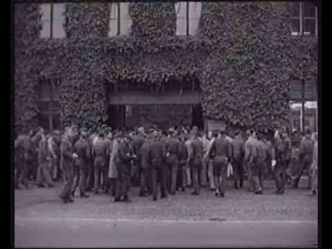 Værftarbejdere ved porten i 1962