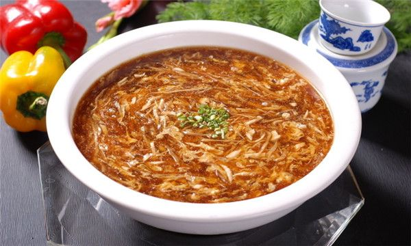 Songsao Yugeng (Sister Song's Fish Soup): Zhejiang thick soup of shredded fish, ham, mushrooms, ginger and bamboo shoots.