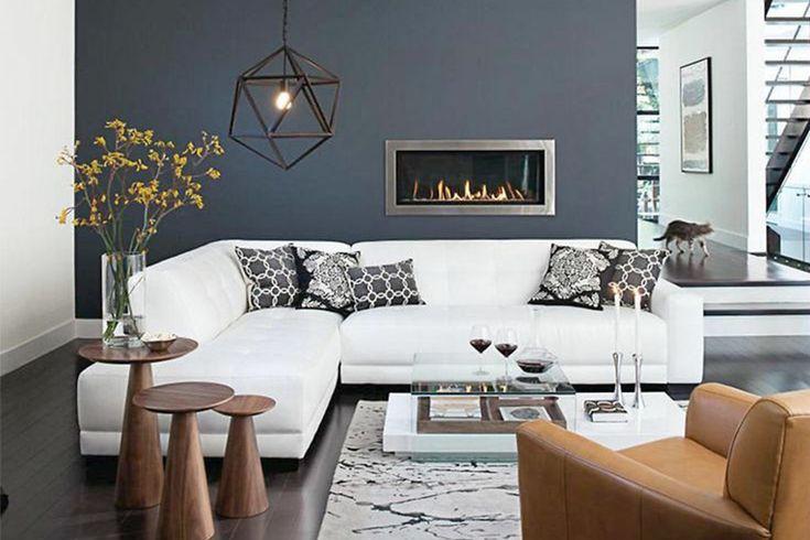Ett vardagsrum med mörka färger, mjuka mattor, generöst med fluffiga kuddar, plädar, böcker och tavelväggar låter mysigt, eller hur? Här visar vi vardagsrum med dylika detaljer för lite inspiration.