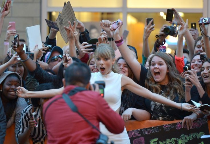OMG, it's really her! Taylor Swift surprises fans on Sept. 9 in Toronto