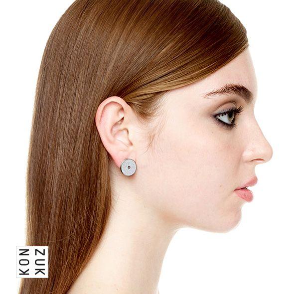 KMe220 Discus Concrete Earrings