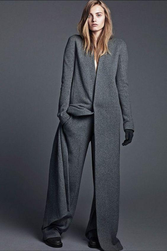 хотя и очень узкие скинни тоже могут быть, пальто-коконы, пальто макси на пуговицах и с поясом,