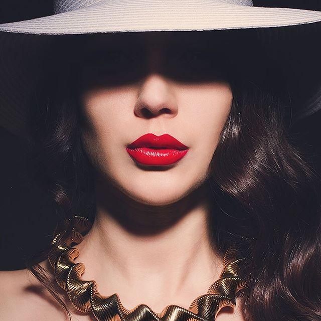 #styledbyme #mywork #beauty #polskamodelka @magdalena_malochleb #styling #stylizacje #photoshoot #photoshooting #stylish #stylist #hat #polshgirl #redlips #polskadziewczyna #polishmodel #polishphotomodel #polishphotographer #style #fashionenthusiast #stylish #osobistastylistka #hm #beautygirl #glam