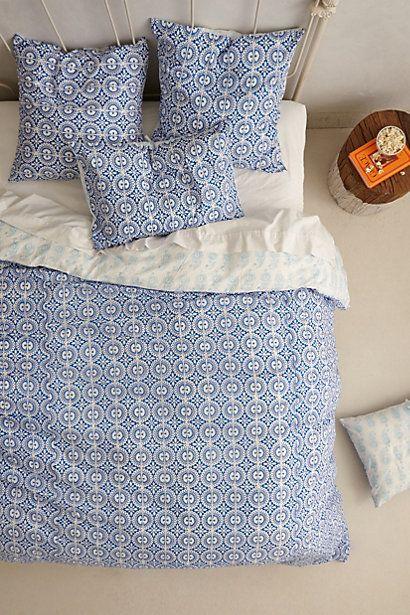 #chambre #housse #couette #linge #lit #petits #motifs #bleu #blanc #rond
