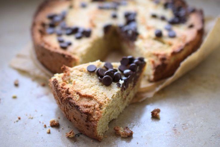 Leute! Dieser Low Carb Mandelkuchen schmeckt einfach so, so, sooo gut. Mandelmehl und Vanille ergeben zusammen den weltbesten Low Carb Marzipankuchen - wer hätte das gedacht?!? Wenn du Marzipan gar nicht magst, dann ist das vielleicht nicht ganz dein