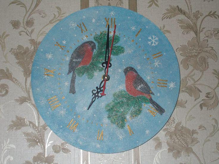 """Часы с росписью """"Снегири"""". Ручная работа."""