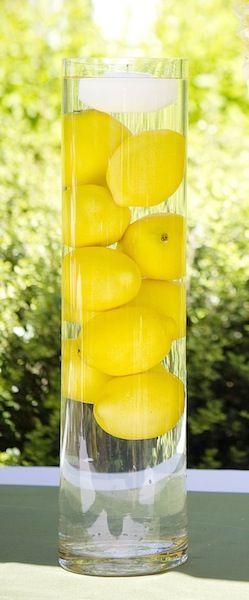 A mon mariage j'ai utilisé une 10aine de grands vases comme celui-ci avec des citrons. c'était très réussi