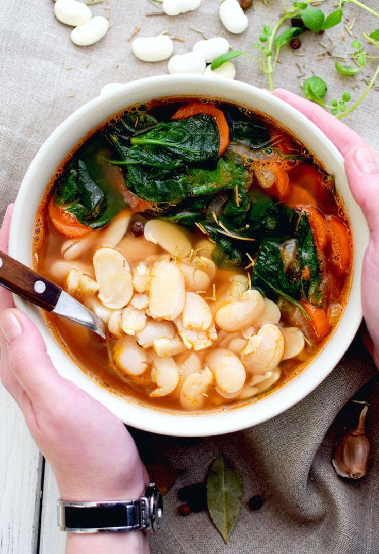 Toskańska zupa fasolowa ze szpinakiem