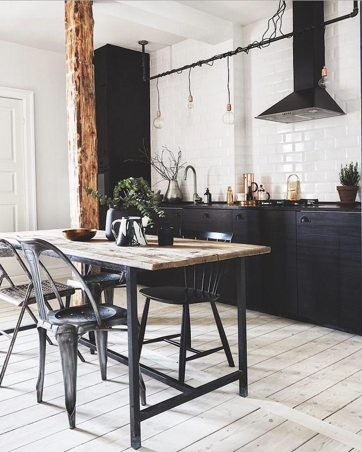 """1,793 Synes godt om, 14 kommentarer – Bolig Magasinet (@boligmagasinetdk) på Instagram: """"Giv køkkenet et cool newyorkerlook med råt træ, metrofilser og industrielle møbler. Foto Anitta…"""""""