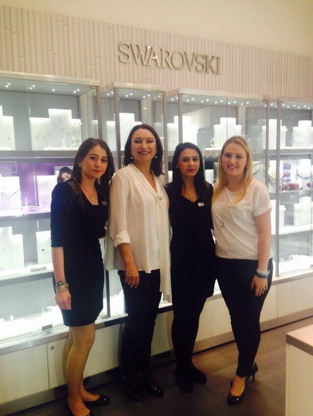 Demet Akbağ, İstanbul Akbatı AVM Swarovski mağazamızı ziyaret etti. Bu hoş sürpriz için kendisine teşekkür ederiz!