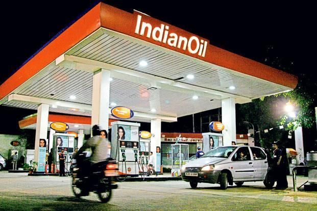State-owned fuel retailers Indian Oil Corp. Ltd, Bharat Petroleum Corp. Ltd and Hindustan Petroleum Corp. Ltd have agreed to pay merchant discount rate, a fee on card usage at swipe machines, for fuel purchased using debit cards. This means neither the fuel buyer—who used to pay this fee—nor the dealer will have to pay it. Photo: Bloomberg
