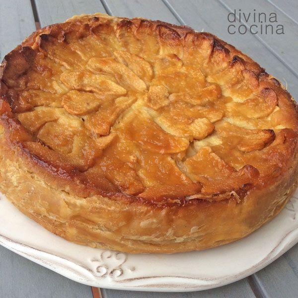 Esta receta de tarta de manzana clásica es la más fácil que conozco y respetando las cantidades de los ingredientes siempre queda perfecta. La textura del relleno de la tarta es consistente pero cremosa y con mucho sabor a manzana.