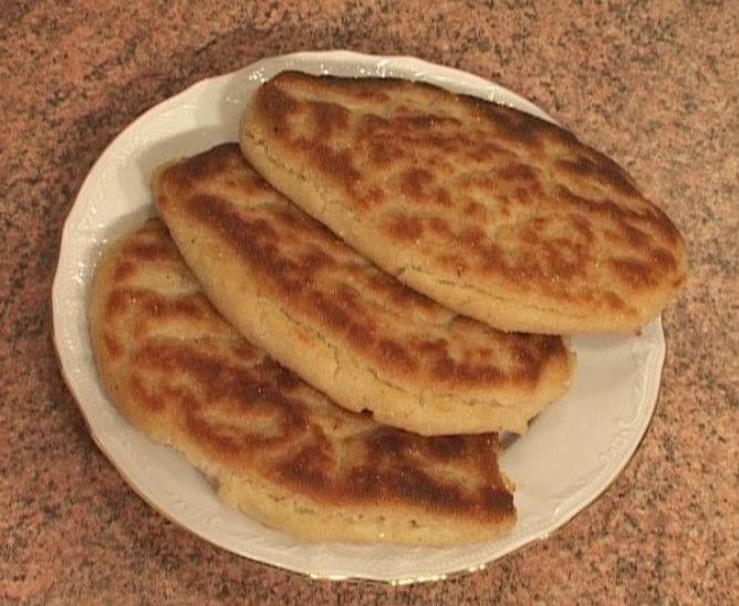 Пресная вегетарианская пища является очень полезной едой. Киржин (на кабардинском языке) или блюда из кукурузной муки готовятся очень легко. Такие блюда присущи кухням многих народов на Северном Кавказе: В Грузии, в Чечне и Ингушетии, в Северной Осет...