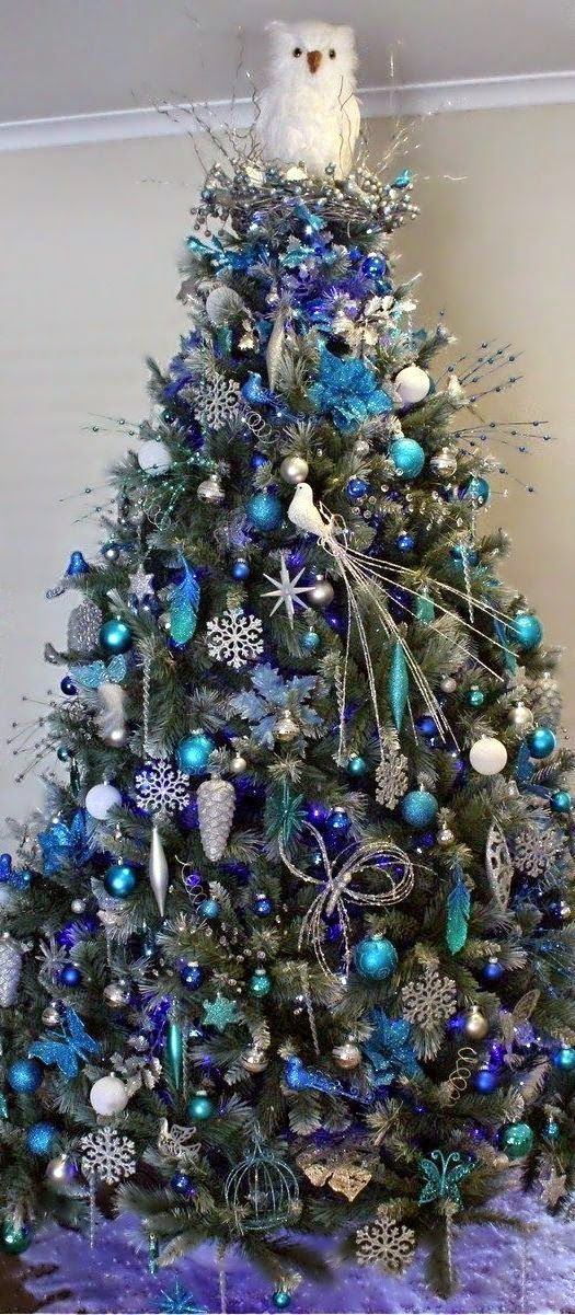 This reminds me of my blue xmas tree i decorated like 10 years ago...it was gorgeous!!!