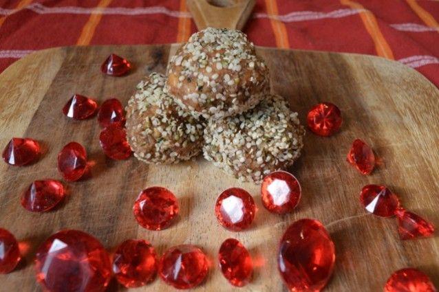 Crunchy Peanut Butter Hemp Bites For Your Valentine - Delicious Alternatives