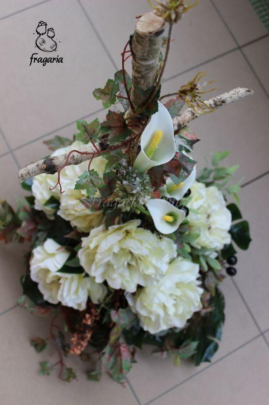 """Dziś niewielka kompozycja, brzozowy krzyż wokół kwiaty, stonowana kolorystyka , jesienne liście. Za każdym razem gdy wykonuje tego typu kompozycję ta piosenka """"chodzi"""" mi po głowie. Tak refleksyjni..."""