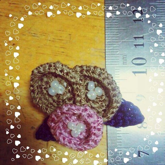 (o´д`o) ちいさいーのも好きだから 細めの糸、きっちきちに編んで 人差し指の腹のとこが シビレてるー (どんだけ力込めてんの) 3センチ( ー`дー´)キリッ やった!やったよー!! 今日はここまで。 またあとで~  #ブローチ #ハンドメイド #handmade #手編み #かぎ針編み #コットンレース #手作りブローチ #ハンドメイドブローチ #ミニサイズ  #花モチーフ #アクセサリー #ガーリー #大人ガーリー #ナチュラル #ナチュラルコーデ