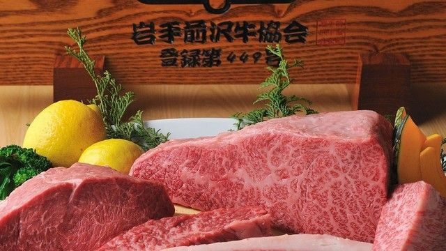 伏見屋 - 料理写真:肉の芸術品「前沢牛」。舌の上でとろける濃厚な脂の甘みと旨み。