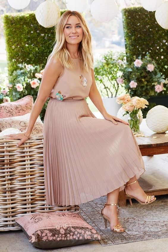 For stylish spring: Fashion proposals from Lauren Conrad Lauren Conrad nurtures feminine and elegant style, and her preferences in terms of the fashion choice she transformes them into her designer collections.  The 31-year-old designer, who is pregnant with her first child, constantly enriches her line LC by Lauren Conrad with new fashion proposals that attract urban girls.