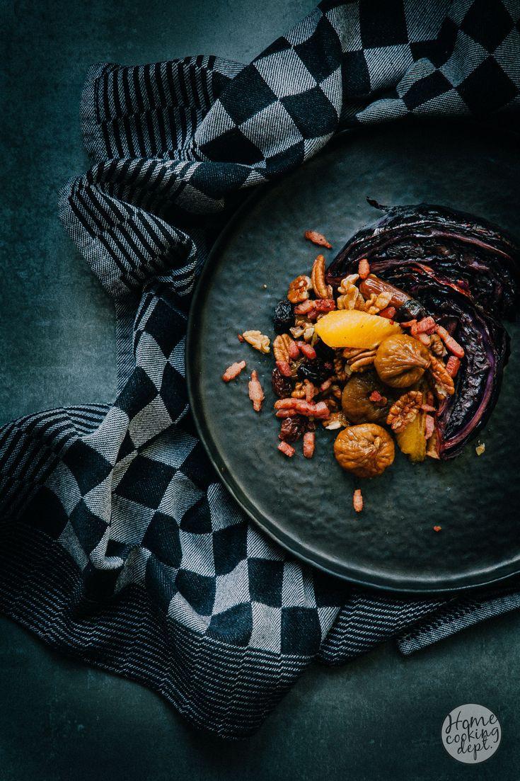 Lekker verrassend rode kool recept met een sticky balsamico laagje en warm gedroogd fruit, frisse sinaasappel en knapperige nootjes en spekblokjes!