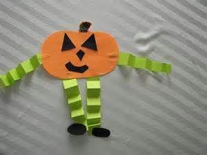 Halloween Crafts for Kindergarten http://preschoolpalace.org/Crafts ...