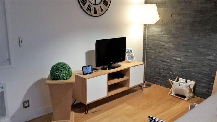 Nous vous proposonsde découvrir un artisan français qui propose de jolispieds pour customiser vos meubles IKEA :www.lafabriquedespieds.com La Fabrique des Pieds propose unegrande variété de pieds style «Hairpin legs» pour ajouter un style moderne et minimaliste à vos meubles IKEA. Tout est fabriqué de façon artisanale dans un atelier dans le nord de la France avec une qualité et une solidité garanties ! Vous pouvez ainsi laisser libre cours à votre imagination et créer : Console…