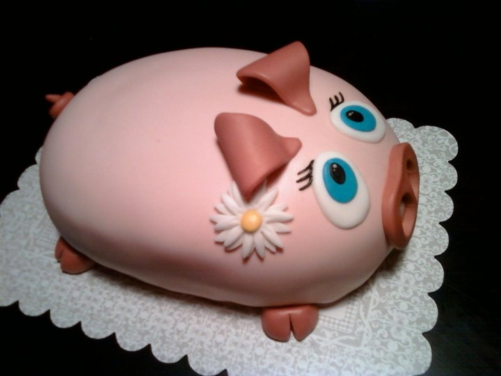 """These kinds of cake freak me out.  """"Oh look at the cute little pig...let's eat it!"""""""