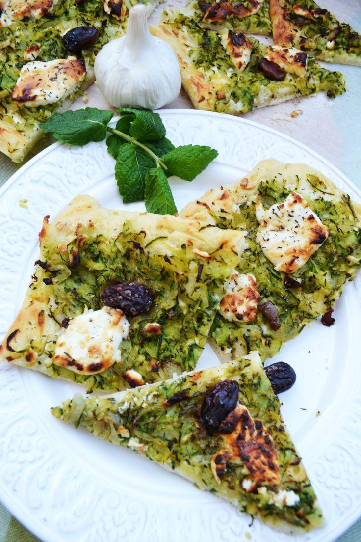 Mein südfranzösischer Traum! Zucchini Pissaladière mit Ziegenkäse   – Brot, Brötchen, Pizza
