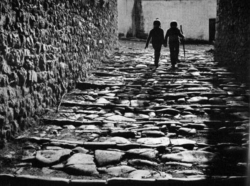 Παιδιά στο Κάστρο των Ιωαννίνων... Φωτογράφος Κώστας Μπαλάφας.
