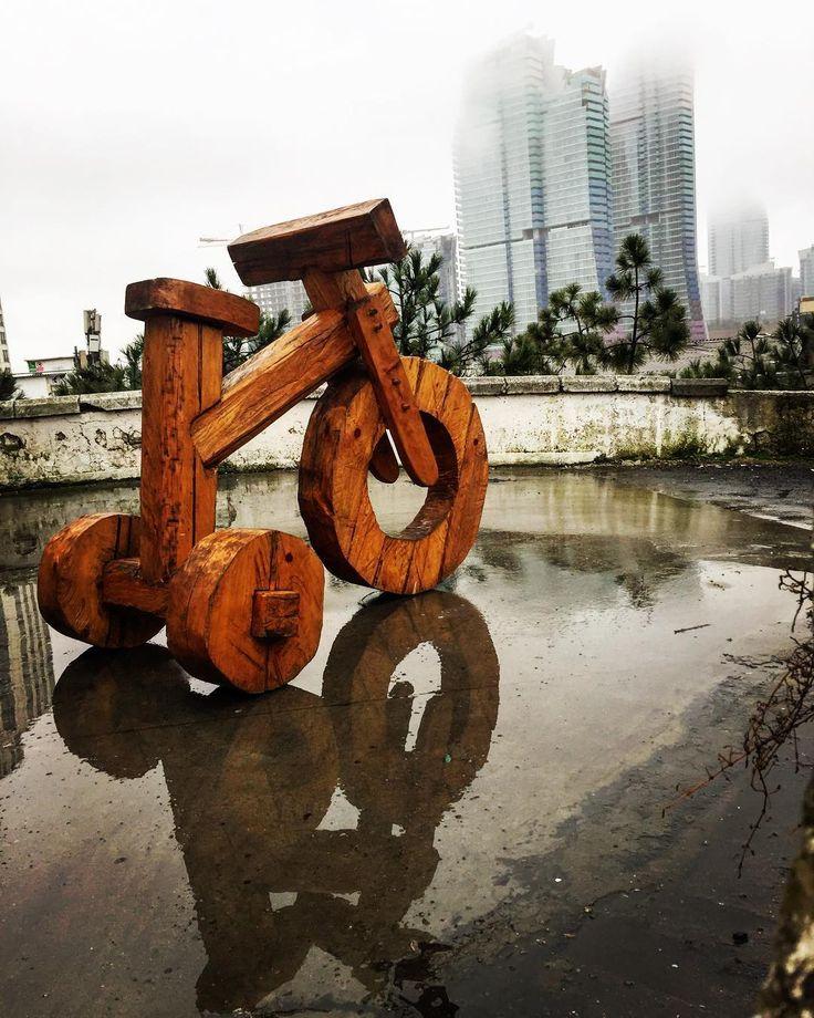 Wooden tricycle in Maslak #tricycle #wooden #woodentricycle #sculpture #sculptor #kemaltufan #contemporaryart #contemporarysculpture #art #ahşapheykel #ahşapbisiklet #üçteker #bisiklet #maslak #ataturkotosanayi #istanbul #sanat #heykel http://turkrazzi.com/ipost/1515270107269784803/?code=BUHUiJilWTj