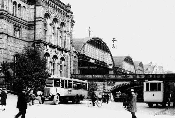 HANNOVER MITTE 1925: Omnibusse am Hauptbahnhof