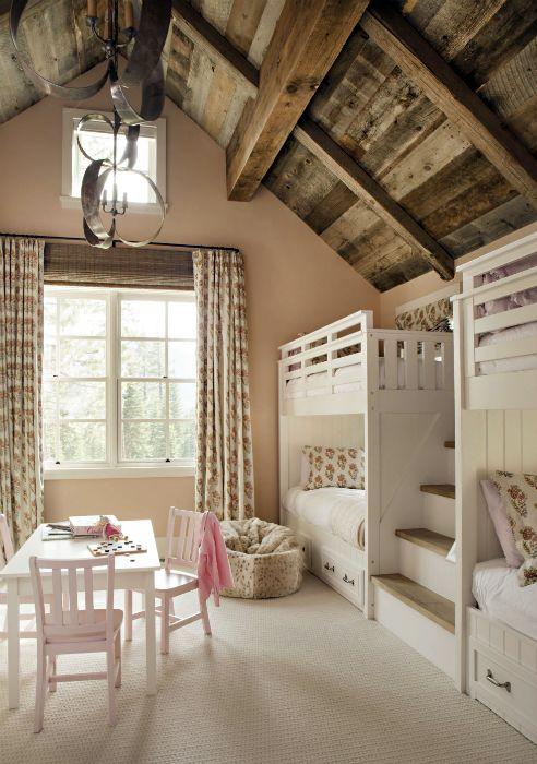 Детская спальня в мансарде.