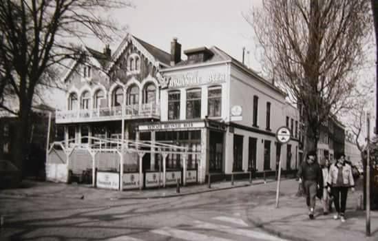 Rotterdam - Noordsingel / Burgermeester Roosstraat. café Bruintje Beer. 1985